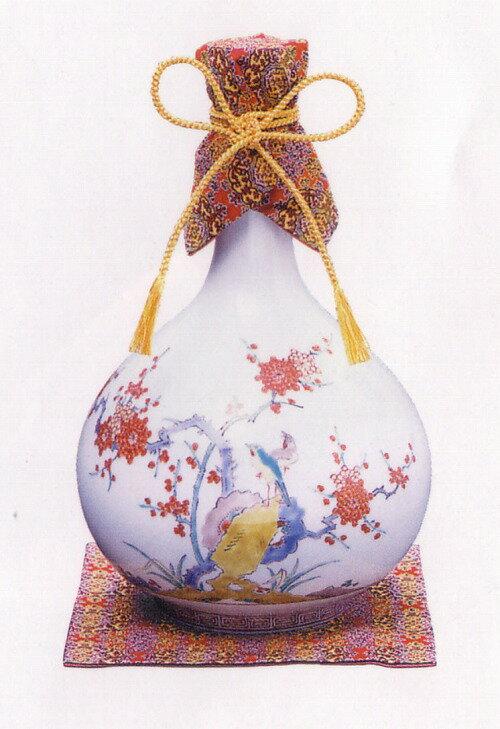 十四代柿右衛門 が 特製豪華賀茂鶴専用 として製作した 色絵磁器 に賀茂鶴の 最高峰の造りの 大吟醸雫酒 を封入しました。
