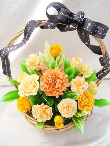 【送料無料】オレンジ色のバラとカーネのグラデーション元気いっぱいビタミンカラーのバスケットアレンジ【RCP】[PW]
