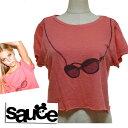 ショッピングkitson LAセレブ愛用Sauceソース  ショート丈トップスクロップサングラスTシャツ レッド インポート 赤 おしゃれ かわいい かっこいい だまし絵