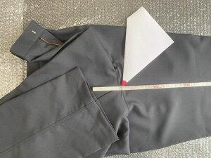 【代引き不可】 「裾上げ」タタキ仕上げ。 表地に縫い目が見える仕上がり。ズボン生地と縫い糸は同色ではありません。でき上がり寸法は、縫製の都合上±1cmの誤差があります。当店でお買い上げいただいた作業ズボン、ツナギ服のみご利用いただけます。 [加工オプション]