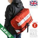 英国の郵便配達員が使用するメッセンジャーバッグ!雑踏の中でも目を惹く鮮やかな赤が特徴的。大荷物を運ぶ為の頑丈&大容量な作りで旅行やアウトドア等シーンにマッチ
