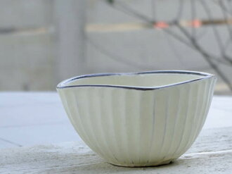 From the measure against powder pull series of the measure against powder pull small bowl (the corner-maru) popularity. It is most suitable as salad bowl (salad bowl), a serial ball, height bowl (盛鉢), small charge account (small linkage with external sou