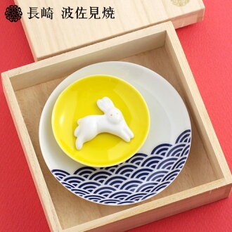 Of riding ground store Japan is said, and cannot order it from 《 Hasami firing, porcelain 》 chopstick rest small dish set moon wave rabbit ※ Japan: fs3gm