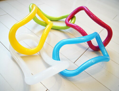 【公式ショップ/正規品】ウェーブストレッチリングプラスチック製(5色)新色登場!美しい姿勢づくりを目指してセルフケアー を楽天で見る