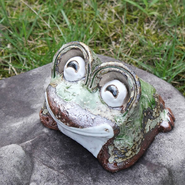 Shin raku pottery laughing eyes frog mini! Good luck frog / garden to the front door before pottery frog! / Ceramics / pottery and while big frog shine / frog / ware and Shigaraki / frog
