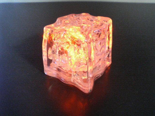 光る氷ライトキューブパーティー 披露宴の演出に 光る氷・ライトキューブ・ボタンタイプ・標準輝度オレンジ