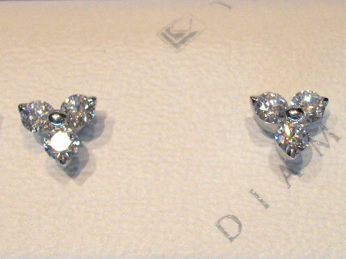 ラザールダイヤモンド 3ストーン ピアス