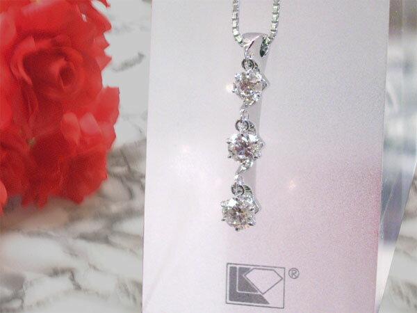 ラザールダイヤモンド 揺れる3ストーンネックレス