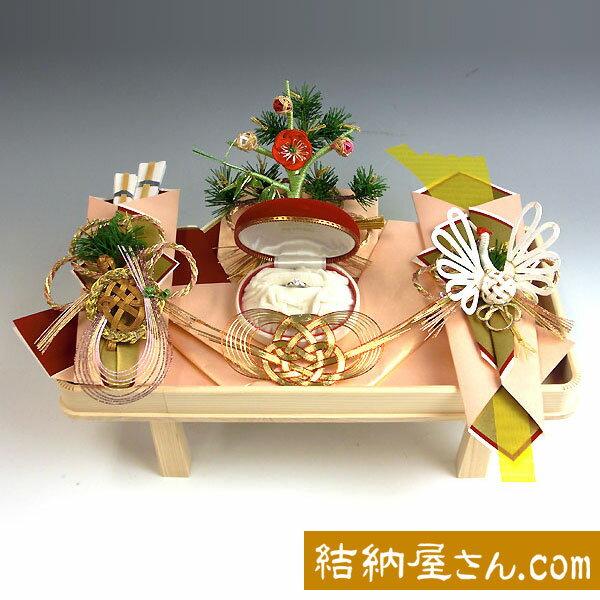 結納 -指輪メインの結納品-孔雀指輪セット(毛せん付)【白木台】