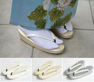Chic simple dress. Enamel sandal