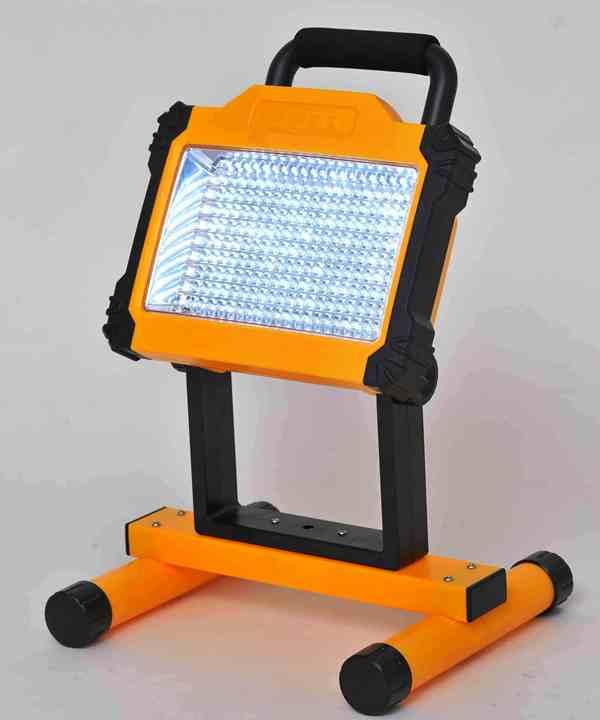 ポータブルLED投光器すぐ使えるクーポン進呈中便利・省エネ・大光量のコードレスLED投光器0369花