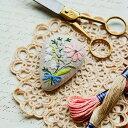 ショッピング作り方 Piece(ピース) 『Rairaiさんのノスタルジックフラワー刺しゅうキット』 ブローチ Daisy bouquet