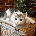 猫 置物 リアルな猫の置物 キャット 伏せ Bタイプ ホワイト&グレー 壁掛けタイプにもなります。動物オブジェ ガーデンオーナメント 装飾 フィギュア モチーフ インテリア 玄関先 庭 雑貨
