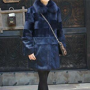 シェアードラビット(毛皮)とフォックスファー襟の横段コート