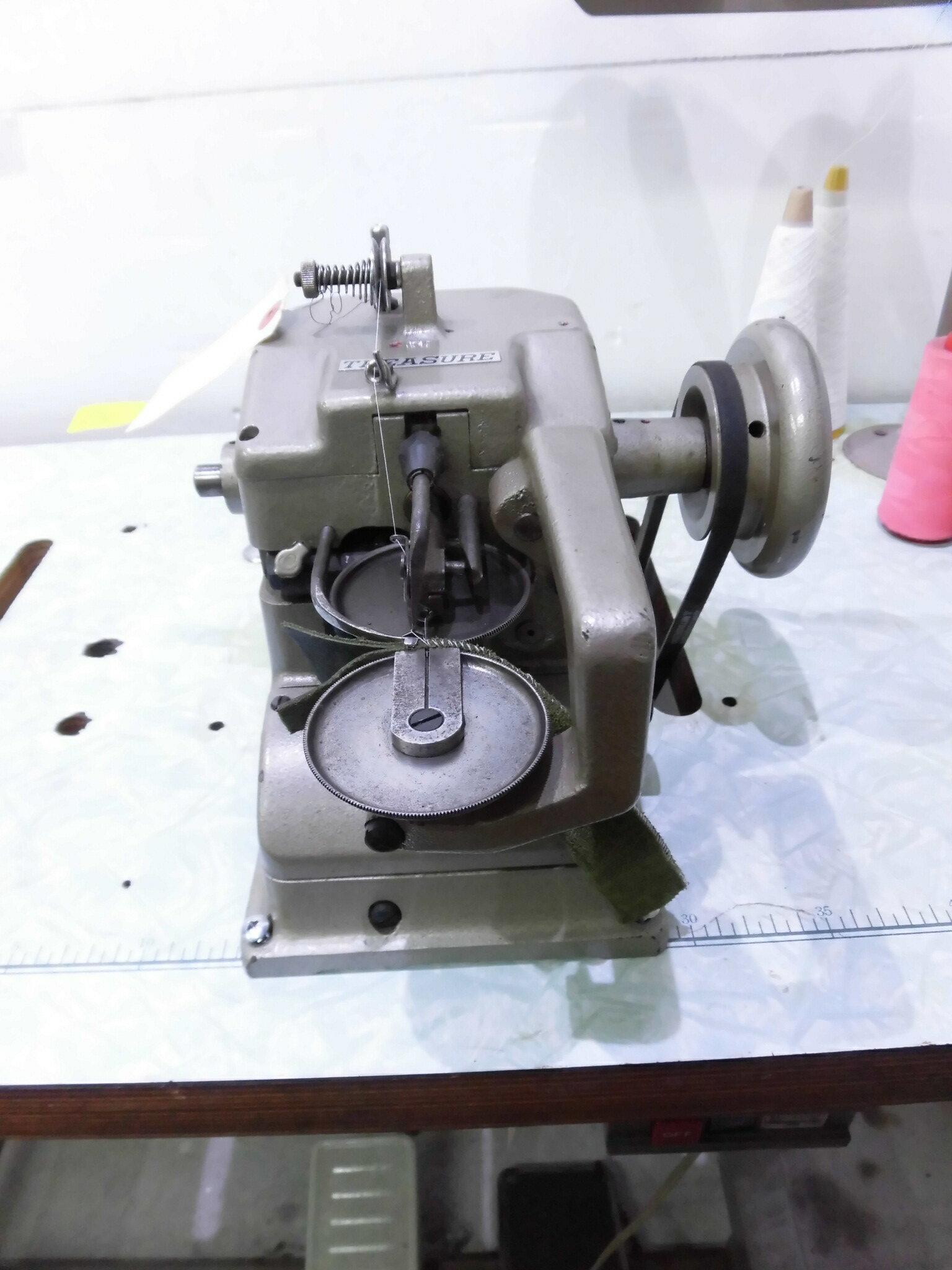 【中古】 日本製 トレージャー モデルNO-FS-760型。1本針1本糸カップシーマー ミシン、毛皮、革、合皮、デニム、帆布等の継ぎ合わせ縫製に適しています。