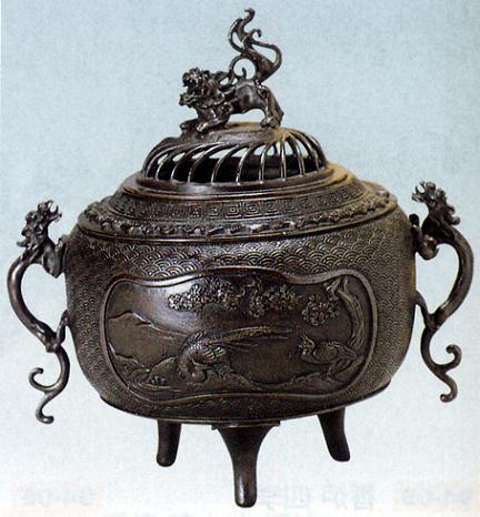 香炉・香立て■ 香炉 丸型 (花鳥地紋) ■蝋型青銅(ブロンズ)製 桐箱入り【高岡銅器】