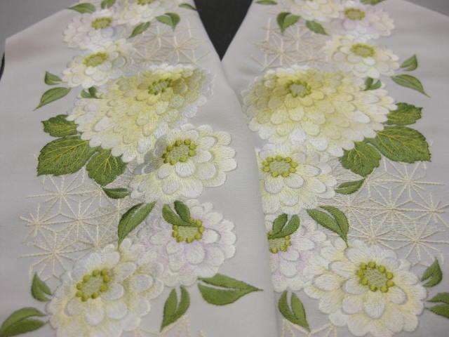 豪華な刺繍半衿・白地・菊柄