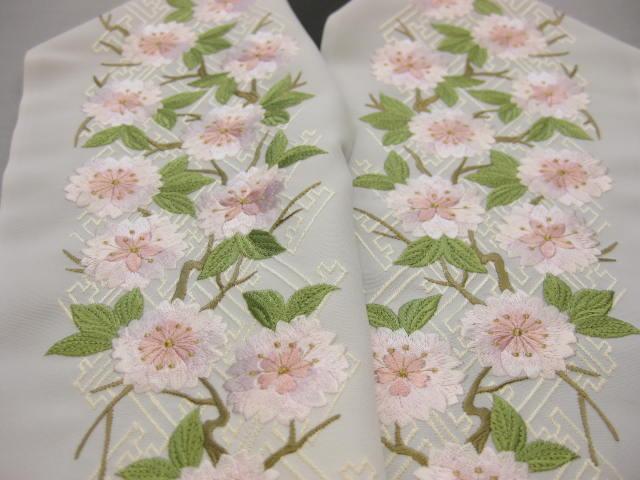 豪華な刺繍半衿・白地・さくら柄