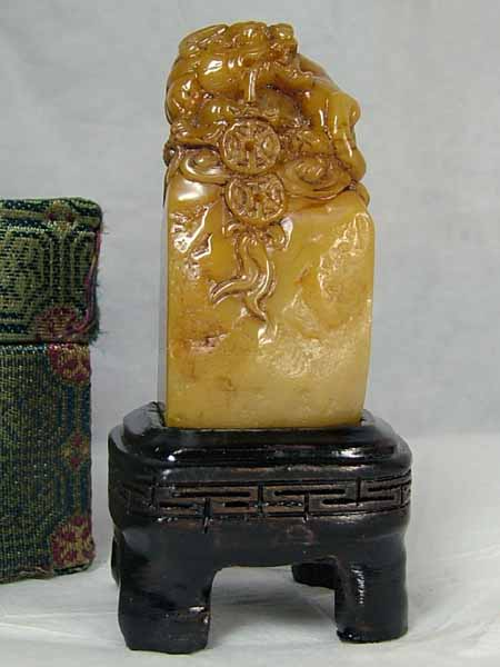 ■龍香堂■☆田黄石 台付き印材置物「貔貅(ひきゅう)」51mm