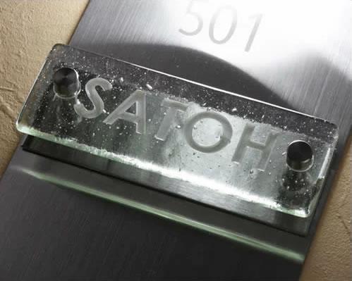 マンションガラス表札・マンション用ガラス表札・カラーガラス ステンレスプレート付き 取り付け(接着)約150mm×55mm 人気色(スカイブルー・ダークブルーなど)FGR1505f-11