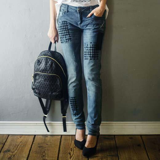 ボトムス/パンツ/32/30/28/26ほどよいダメージ加工できれいめにもはけるスリムフィットジーンズ。シックなフロッキー加工がおしゃれ。<デシグアル>フロッキーデザインジーンズ ベルーナ べるーな  ラナン Ranan  30代 40代 ファッション レディース 綿