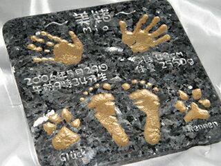 【送料無料】 誕生記念 出産祝いに人気上昇中♪貝の化石が入った御影石ブルーパール 赤ちゃん 手形 足形プレート メモリアルアイテムに♪【楽ギフ_名入れ】