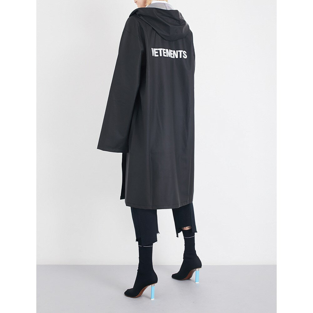 ヴェトモン vetements レディース アウター コート【logo-print oversized pvc raincoat】Black
