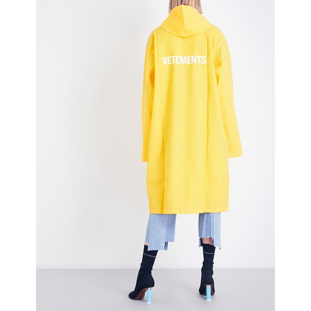 ヴェトモン vetements レディース アウター コート【logo-print oversized pvc raincoat】Yellow