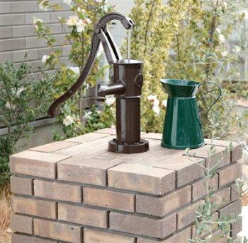 雨水を汲み上げる手押しポンプユニソン UNISONガーデンポンプ