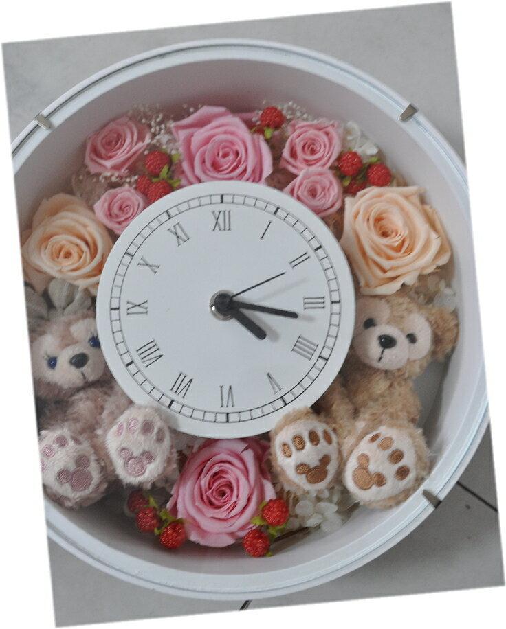 結婚祝いにいかが?ディズニーシー★ダッフィー&シェリーメイがついた時計。掛け時計としても、置時計としてもつかえます。プレゼントにおすすめ!プリザーブドフラワー 結婚祝い