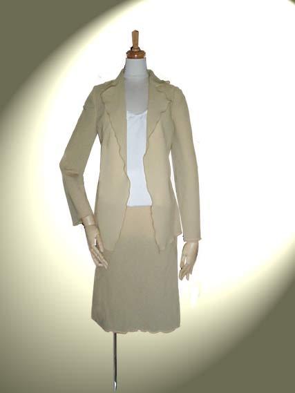 こしぼ織りウールのラッフル・テーラード・スーツ【カラー:サンドベージュ】11号