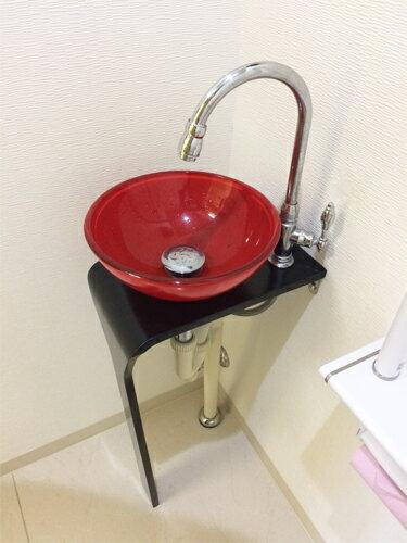 【Aセット16】お部屋のアクセントになる赤いガラス洗面ボウル、黒い台、単水栓、トラップの洗面台セット