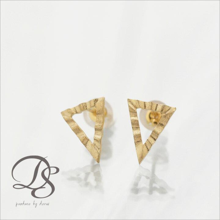 K18 ゴールド ピアストライアングル スタッズピアス レディース    プレゼント DEVAS ディーヴァス 三角形 ピアス 18k 18金