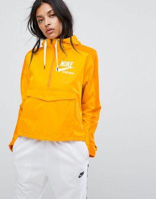 在庫あり ジャケット ナイキ アーカイブ プロ イン マスタード ウーブン nike archive pro woven jacket in mustard レディースファッション