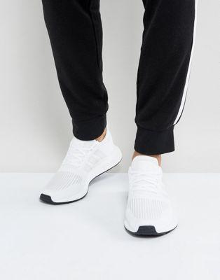 白 トレーナー ラン ホワイト オリジナルス イン アディダス スウィフト adidas originals swift run trainers in white cg4112 靴 メンズ靴
