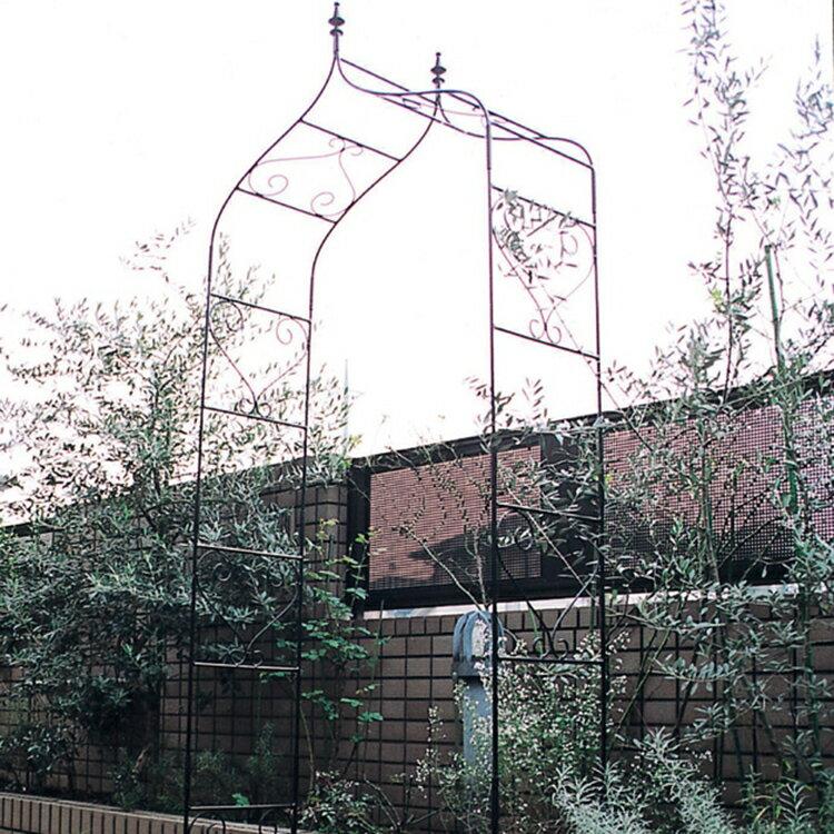 バラ等のつる性植物に最適なガーデンアーチ。庭やアプローチの演出にフラワーアーチはいかがですか。重厚なアイアン製でお庭をグレードアップ! ガーデンアーチ タイプA 【送料無料】