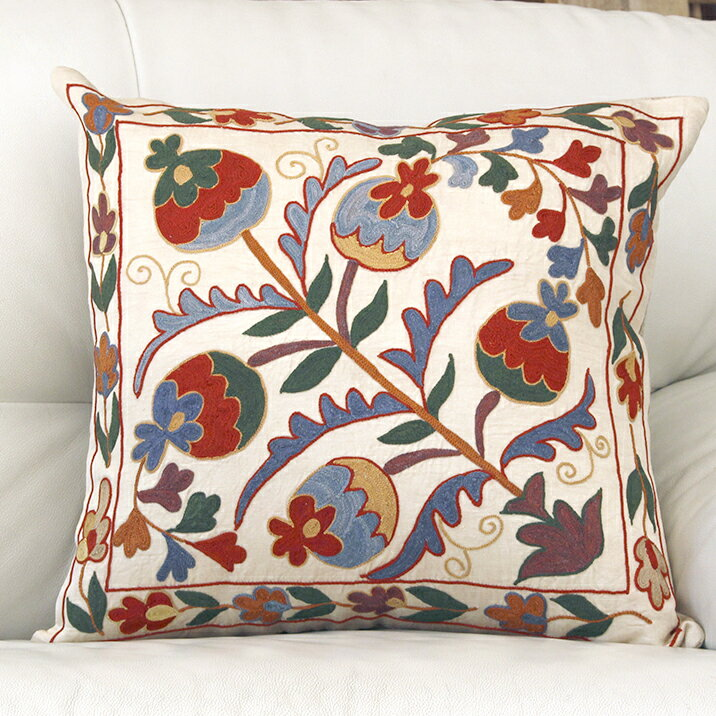 ウズベキスタンスザンニ/suzani/華やかなシルク手刺繍のクッションカバー48×46cmライトベージュ・カラフルな花の刺繍