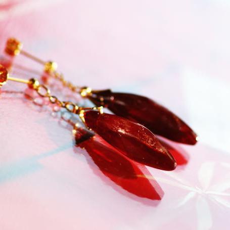 『情熱のしずく / アイスロック』 ガラスアクセサリー ピアス・イヤリング