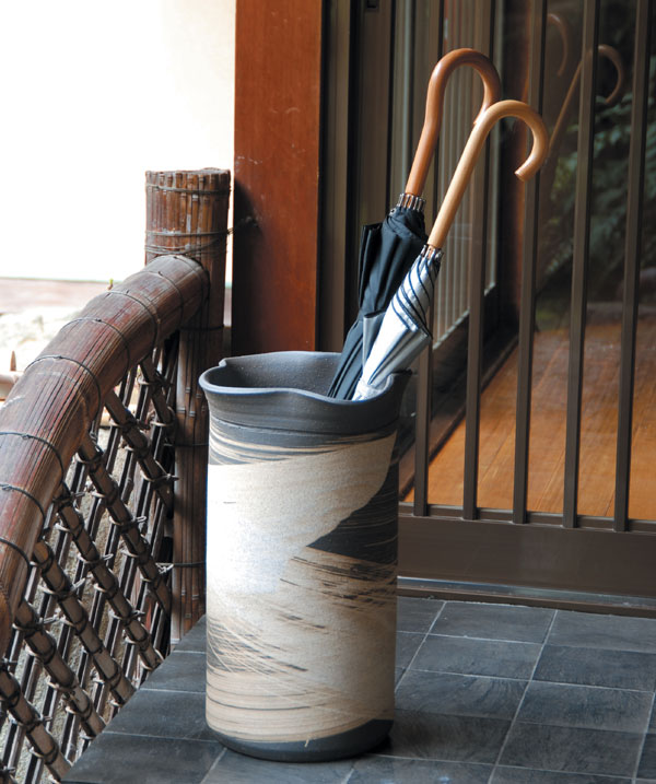信楽焼 傘立て いぶし刷毛目傘立 信楽焼き/滋賀県 日本の代表的な伝統工芸品「信楽焼」 送料無料 【UR5】
