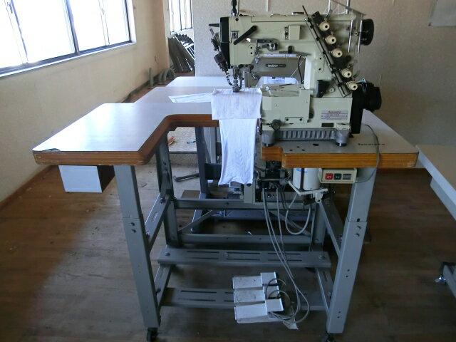【中古】 ヤマトミシン 横筒型偏平縫い 上下自動糸きり 自動押さえ上げ装置付きミシン モデルNO-VC-2700-156M-UT4型