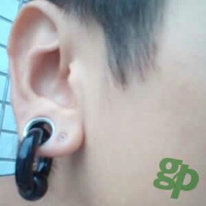 将さんの耳のボディピアス写真★ブラックビーズリング/2ゲージ(GG)(M)