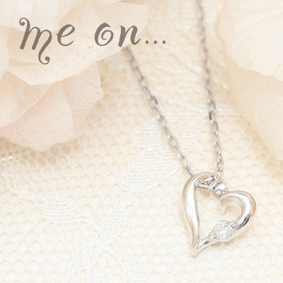 me on... 送料無料手書き風ハートに煌くダイヤ◆K10ホワイトゴールド[WG]ダイヤモンド・オープンハートネックレス