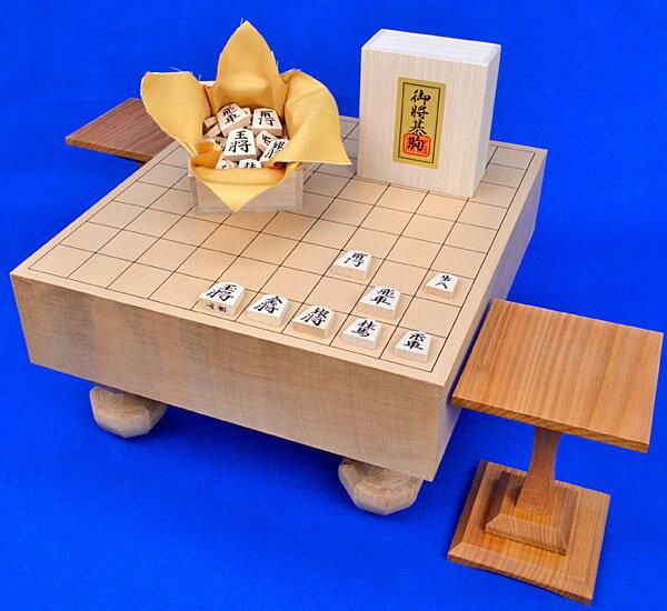 将棋セット 新桂3寸足付将棋盤セット(将棋駒白椿中彫駒)