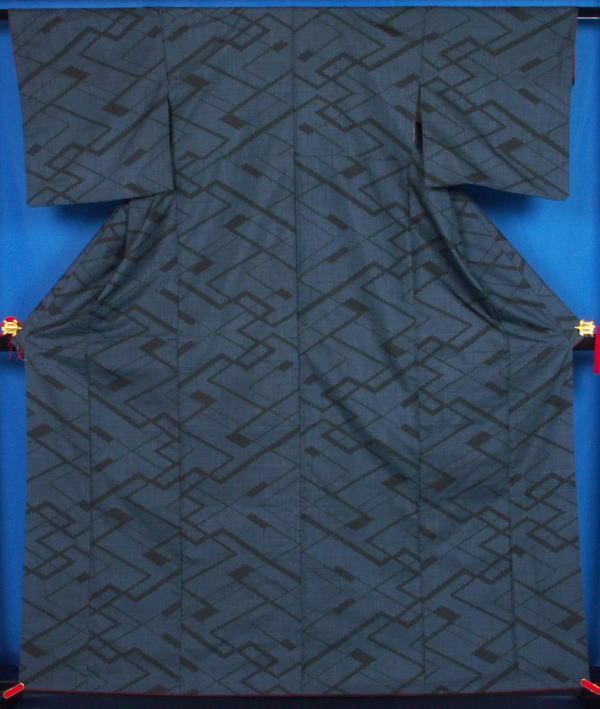 紗綾形模様 の大島紬★送料無料 【リサイクルきもの・リサイクル着物・アンティーク着物・着物買い取りの専門店】【中古 kimono 中古品】