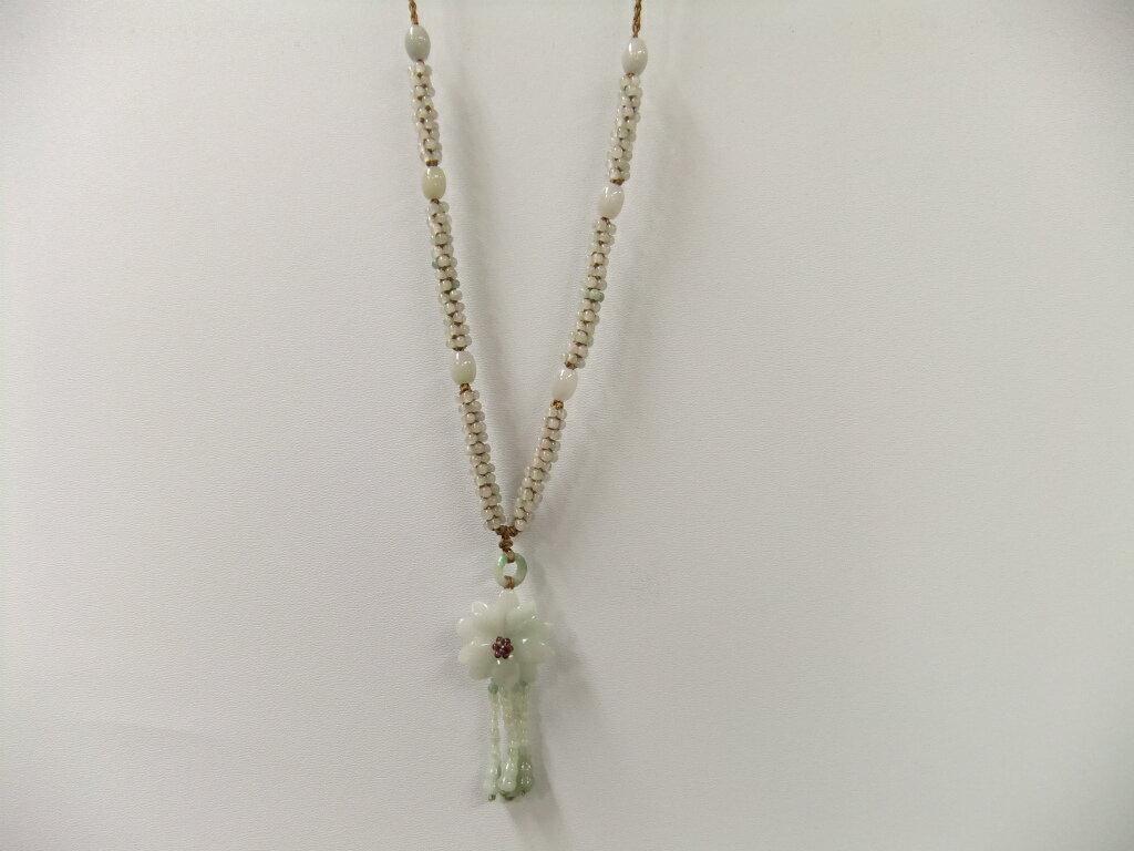 お花の形の翡翠ネックレス