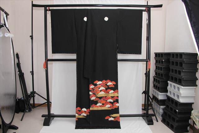 訳あり実店舗キャリー在庫 【正絹黒留袖】黒(松) 正装 結婚式 着付けの練習