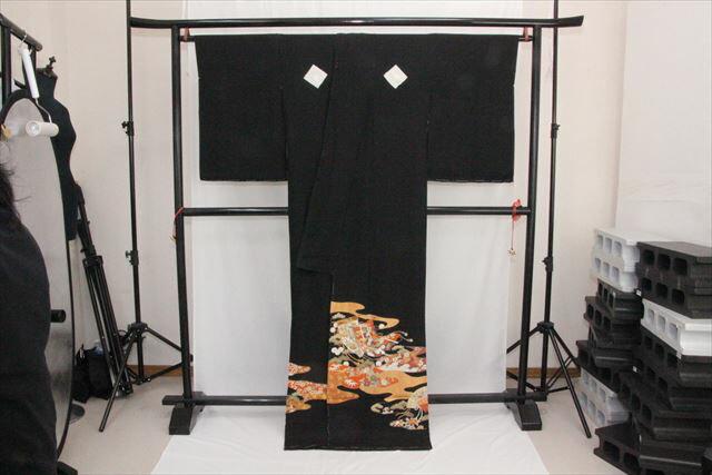 訳あり実店舗キャリー在庫 【正絹黒留袖】黒(せんす×松) 正装 結婚式 着付けの練習