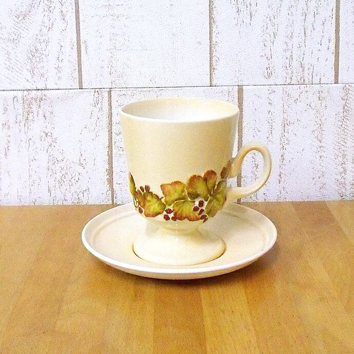 アンティーク食器 カールトンウェア/聖杯のような形状に葉と実の絵柄/カップ&ソーサー