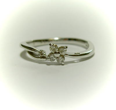 K18ホワイトゴールド ダイヤモンド 花リング