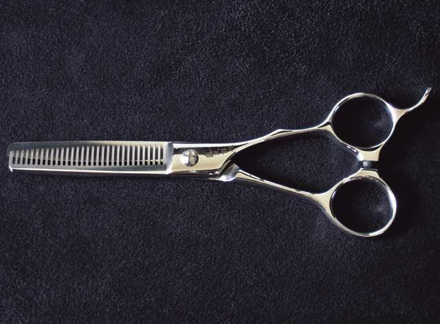 【smtb-TK】【頑張って送料無料!】シゲル工業製藤次郎作 梳き鋏5.5インチ 30目 理美容仕様